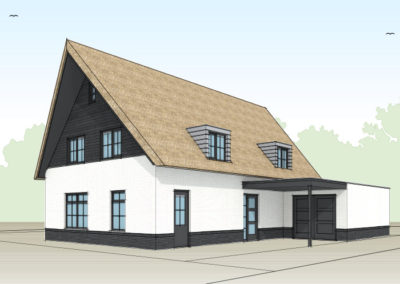 Landelijke witte villa met rietenkap en dakkapellen